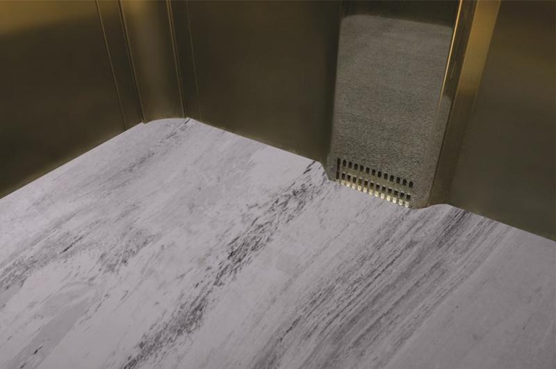 Tapete para elevador de serviço